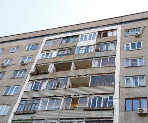 Парень, самостоятельно потушивший горевший балкон, получил ожог 25% тела